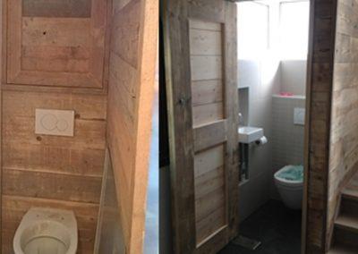 Toiletten afgewerkt met steigerhout